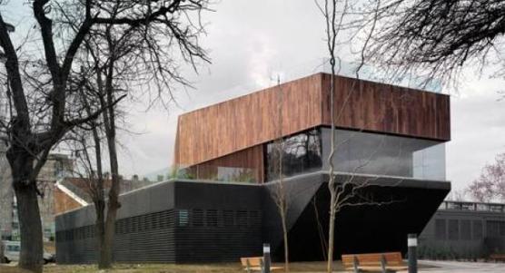 El centro medioambiental de Zaragoza es un proyecto que aúna adecuación al paisaje y respeto al entorno. Magén arquitectos firma esta obra a orillas del Ebro. (Portal de Arquitectura) Foto: www.lagranepoca.com