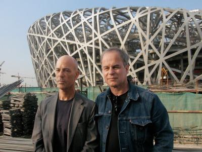 """Herzog & De Meuron ante el """"Nido de Pájaro""""  Foto: www.herzogdemeuron-film.com"""