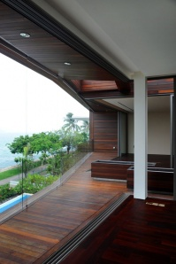 The Stereoscopic House with Large Views of the Ocean - Photo: www.designrulz.com