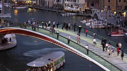 Reuters Imagen del cuarto puente sobre el Gran Canal de Venecia diseñado por Calatrava - ABC.es