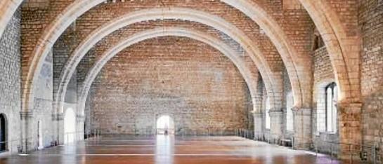 El interior del Saló del Tinell y la dimensión de sus contrafuertes es una de las joyas que muestra la muestra - Foto: Efe - LaRazon.es