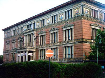 Martin-Gropius-Bau. Front view from Niederkirchnerstraße in 2005 - Wikipedia