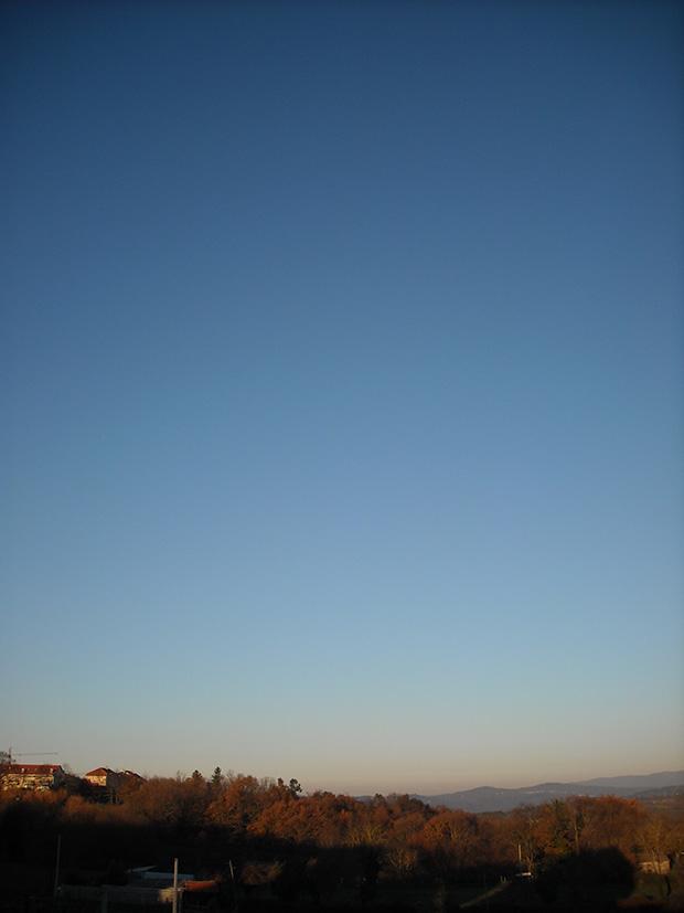 Quien siga mi FotoBlog sabrá de mi hábito de captar instantáneas del cielo por el balcon... aquí sin edición alguna