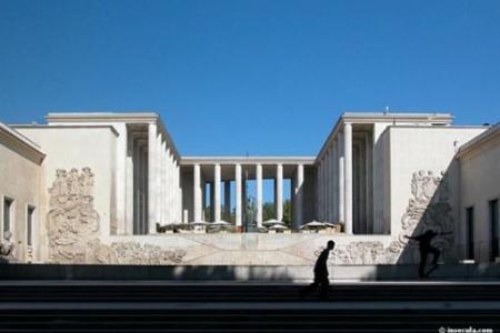 Vue du parvis bas, Palais de Tokyo, 2010, Cabinet Lacaton & Vassal. © Photo : Anne Lacaton et Jean-Philippe Vassal Architectes.
