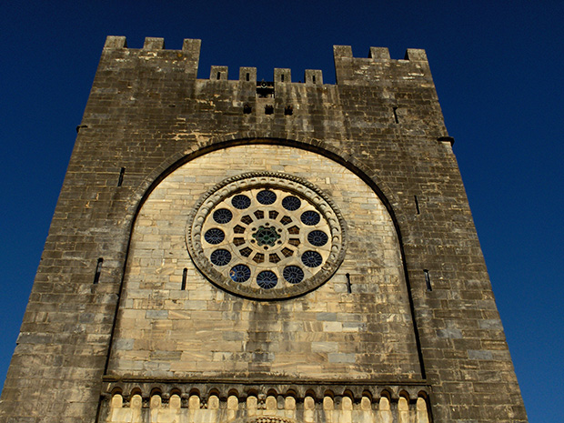 El rosetón de la Iglesia - Fortaleza de Portomarín (Galicia)
