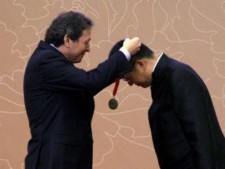 Arquitecto chino Wang Shu (recibe la medalla correspondiente al Premio Pritzker 2012). Reuters -  www.ntn24.com