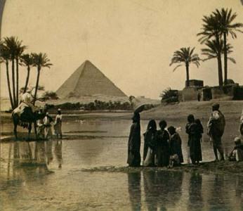 Gran pirámide de Guiza. Tarjeta postal del siglo XIX. Wikipedia
