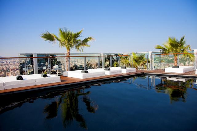 Piscina Exterior a nivel de la Planta 27 del Renaissance Barcelona Fira Hotel - Foto Cortesía HC Fira (Prensa)
