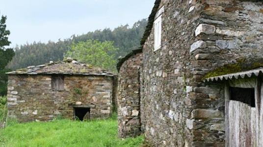 cedida aldeasabandonadas.com para ABC.es - Vista de la aldea que unos compradores ingleses adquirieron en Lugo hace tan solo unos días,
