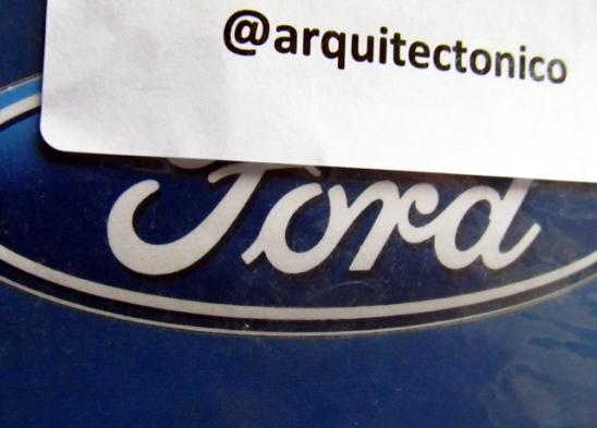 Mi nick en Twitter junto al inconfundible logotipo de Ford