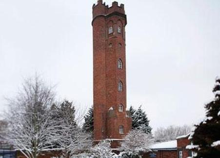 THE GUARDIAN La torre Perrott's Folly, que supuestamente inspiró a Tolkien y que ahora ha comprado una ONG por un euro / ABC.es