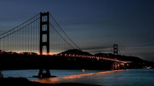 EFE - El Golden Gate, uno de los monumentos emblemáticos que se apaga durante «La hora del Planeta» Foto: Natural / ABC.es