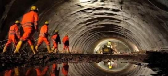 Imagen de archivo de trabajadores dentro de un túnel (EFE / Archivo / 20 minutos.es)