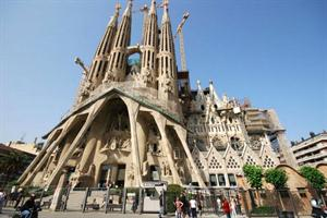 Concebida inicialmente como una obra neogótica, la Sagrada Familia terminó siendo una de las grandes obras del modernismo. Foto: Turismo de Cataluña