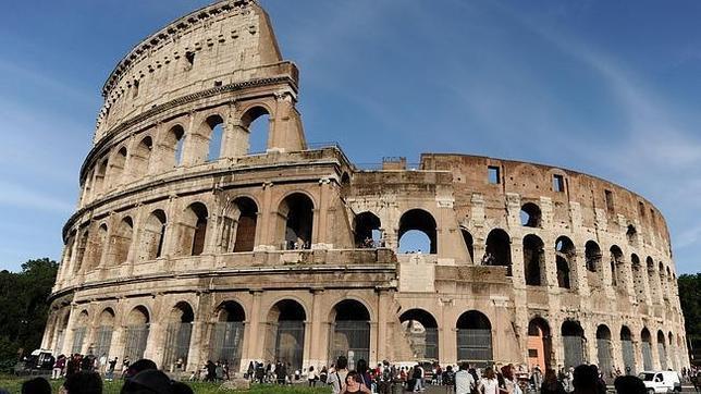 ABC.es - El Coliseo de Roma tardará aún dos años en ver concluida la restauración y limpieza que tanto va a sorprender