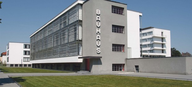 Sede de la primera escuela de la Bauhaus en Dessau, diseñada por Martin Gropius.