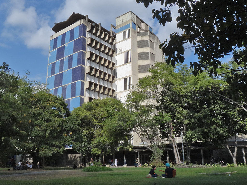 Building of the Faculty of Architecture and Urbanism - UCV