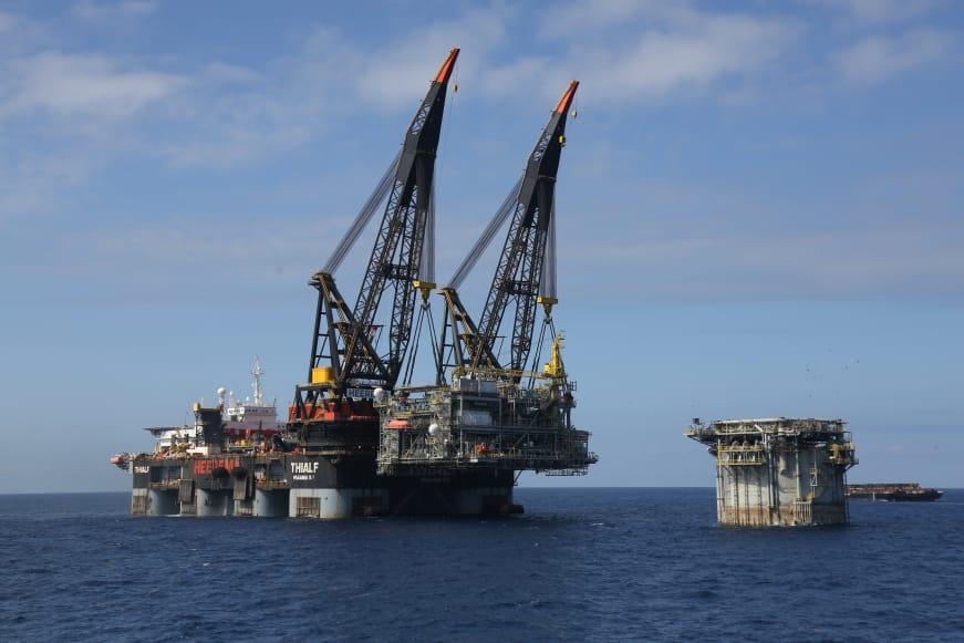 Thialf, actualmente la grúa más poderosa del mundo.  Fotografía - fuente:  HMC Heerema Marine Contractors.